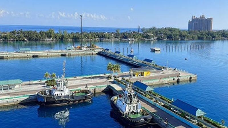 Морские работы в круизном порту Нассау на причале им. Принца Джорджа